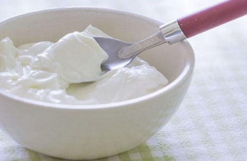 5 foods that will definitely boost your mood - greek yogurt